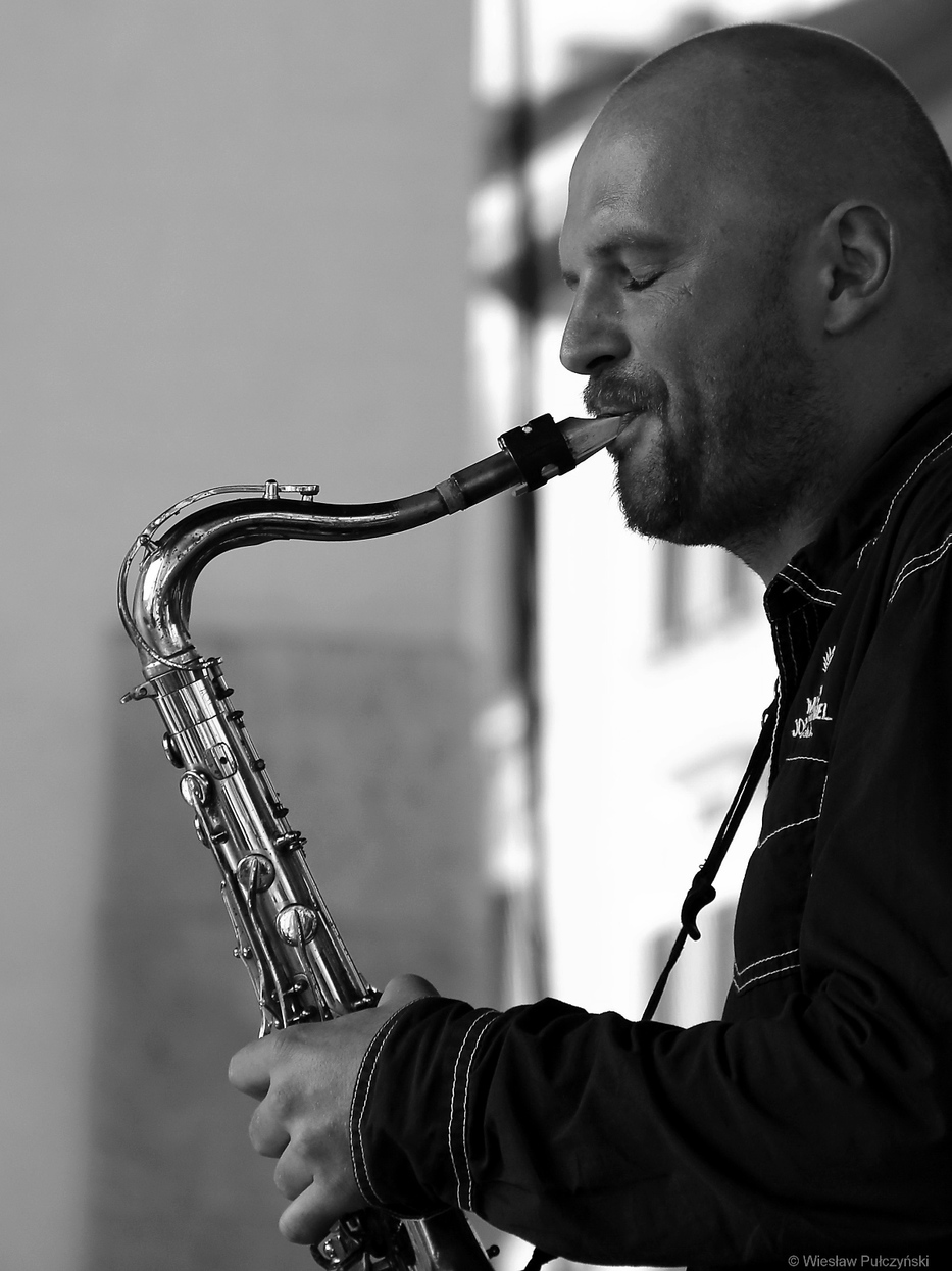 Kraków street photo...portret saksofonisty