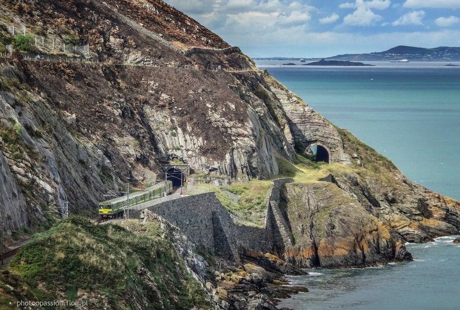 """Na spacerze wzdłuż klifów :) Irishrail DART. To taki jakby """"kibelek"""" podmiejski."""
